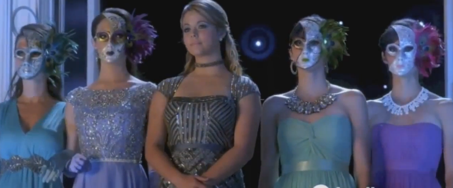 Pretty Little Liars 5×13 – How The 'A' Stole Christmas – Sneak Peek Preview