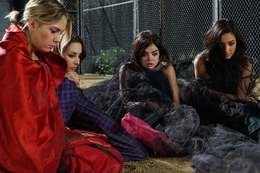 Pretty Little Liars girls in season 6