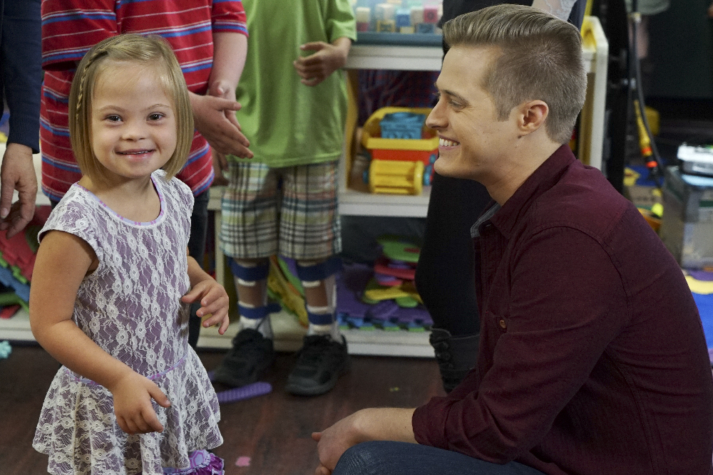Toby meets special needs girl Sofia in Switched at Birth 4x13