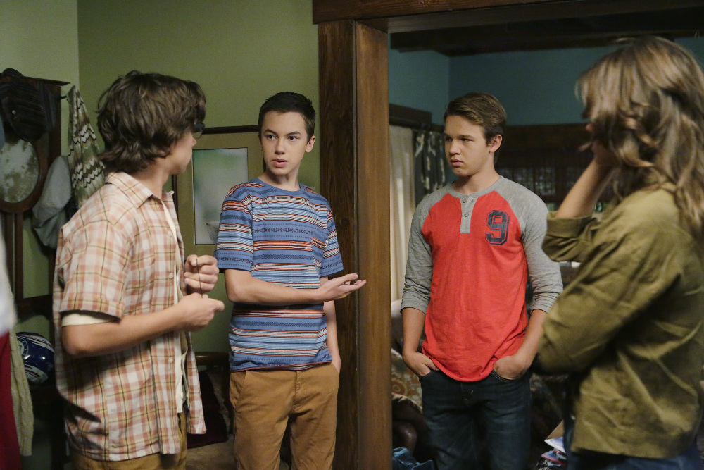 Gavin MacIntosh and Hayden Byerly in The Fosters 3x11