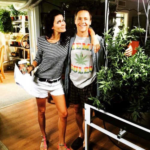 Angie Harmon and Chad Lowe on Rizzoli & Isles 6x14