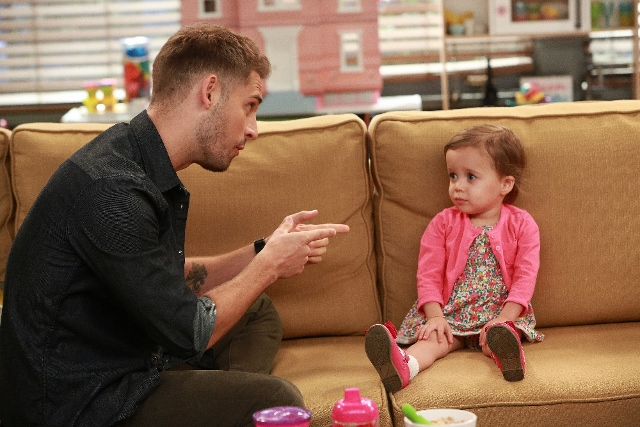 Ben and Emma in Baby Daddy
