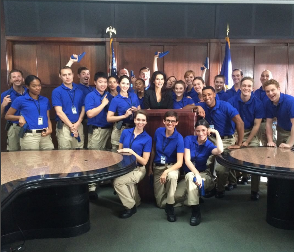 Angie Harmon and trainees in Rizzoli & Isles 7x07