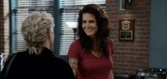 Angie Harmon and Sharon Gless in Rizzoli & Isles 7x08