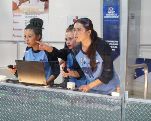 Mariana and the robotics team in The Fosters 4x08
