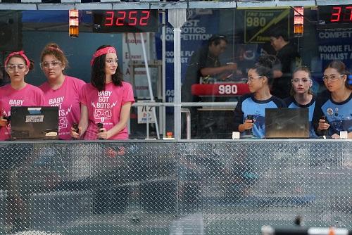 Emma Dumont and Cierra Ramirez in The Fosters 4x08