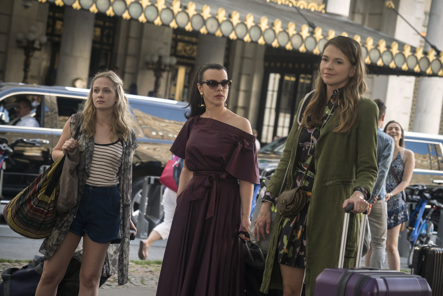 Sutton Foster and Debi Mazar on Younger