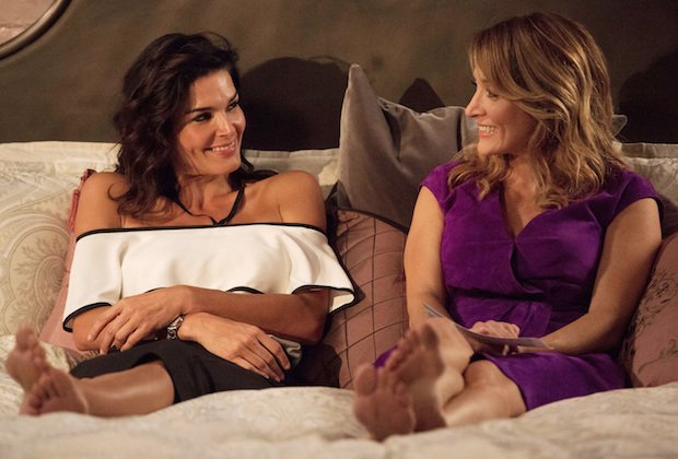 Jane and Maura in bed in Rizzoli & Isles 7x13