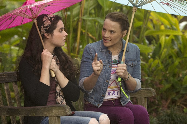 Daphne and Bay in China in Switched at Birth 5x01