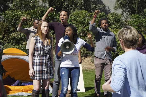 Daphne and Iris protest in Switched at Birth 5x04
