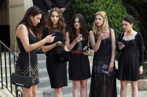 Pretty Little Liars Season 4 A is for Alive
