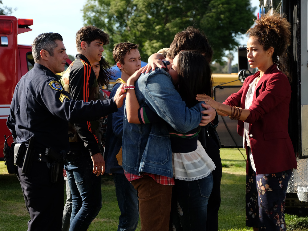 Cierra Ramirez and the Foster family in The Fosters 4x01