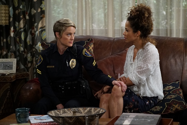Stef and Lena in The Fosters 4x02