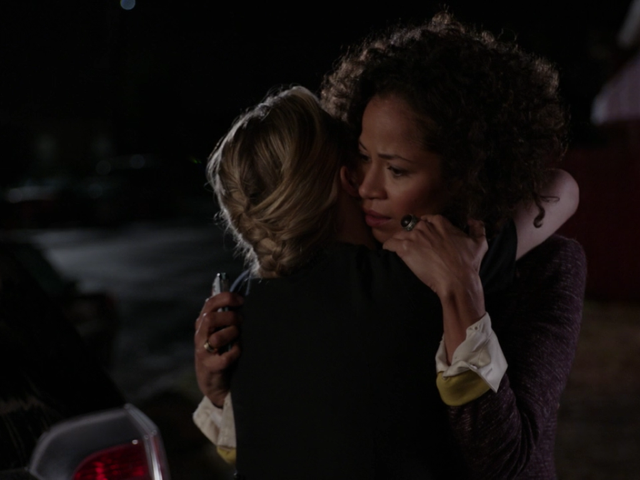 Stef and Lena in The Fosters 1x01