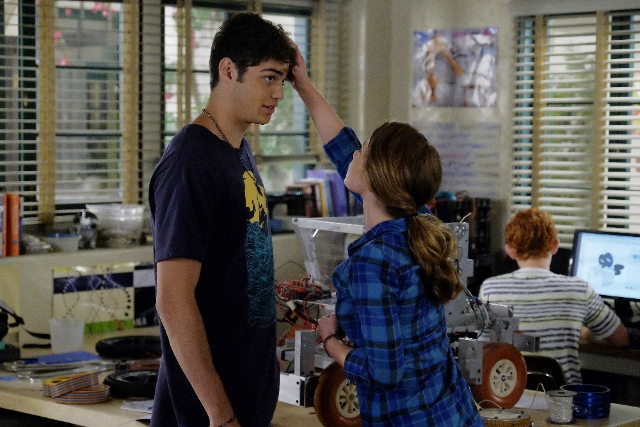 Noah Centineo in The Fosters 4x07