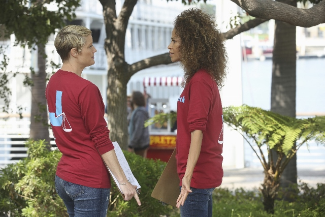Stef and Lena in The Fosters 4x10